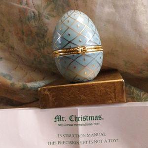 Mr. Christmas Music Box - Egg
